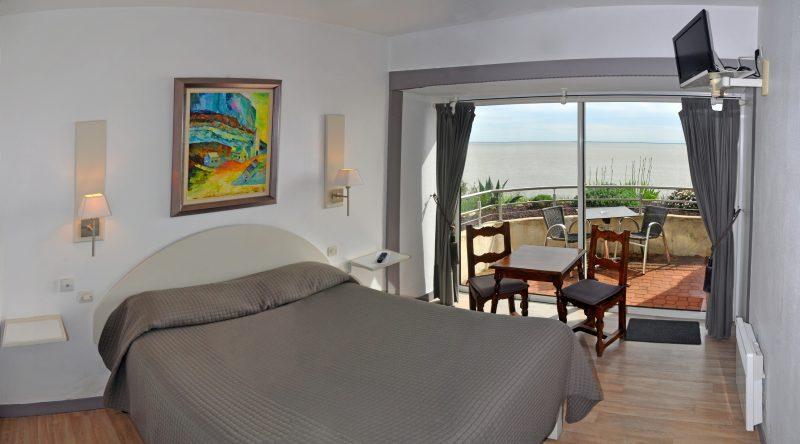 Hôtel des Grottes de Matata : chambre double avec bain