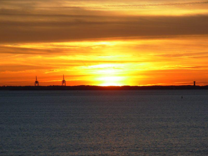 Coucher de soleil sur le port du Verdon depuis Matata